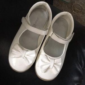 Little girls cream dress shoes
